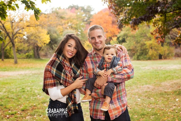What To Wear Outdoor Fall Family Portraits